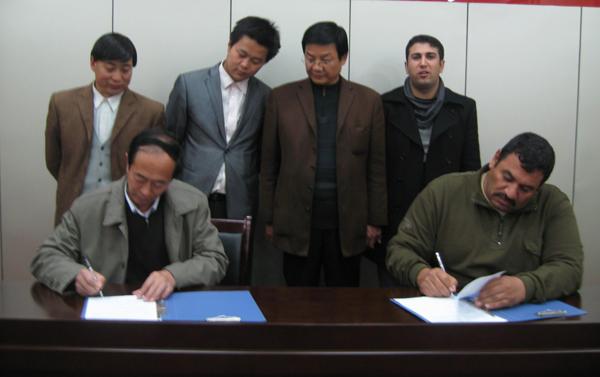 伊拉克客户签订合同
