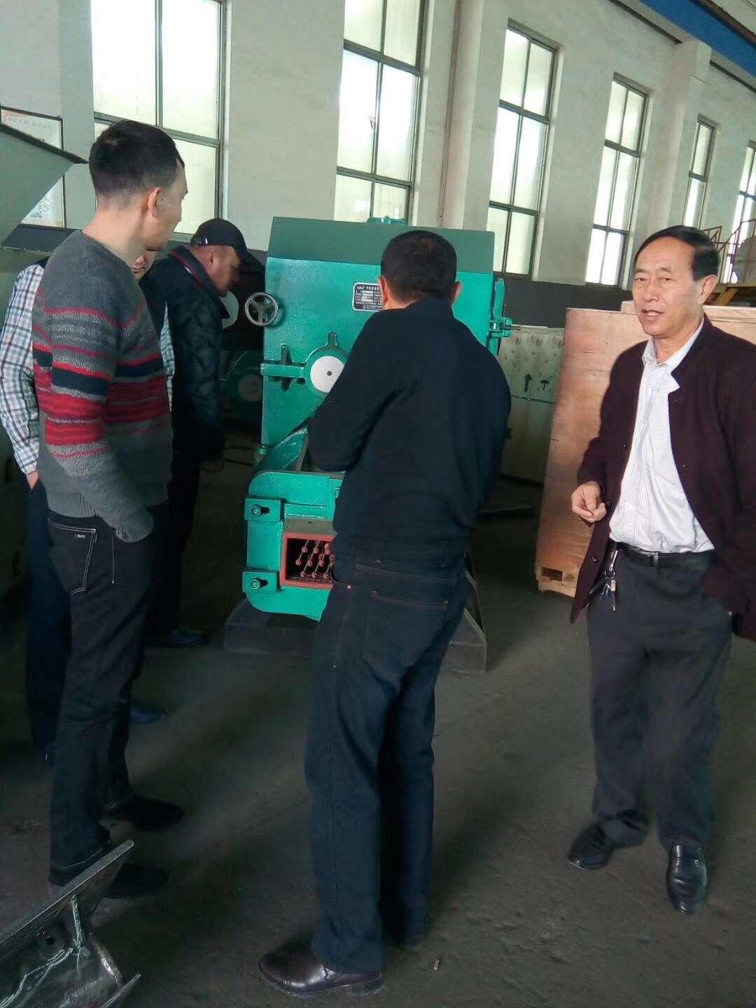 哈萨克斯坦国家设备采购团与公司签订制砖生产线供货合同
