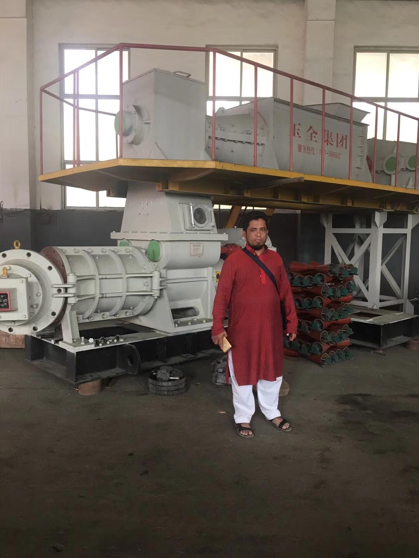 孟加拉国客户与公司签订制砖生产线供货合同